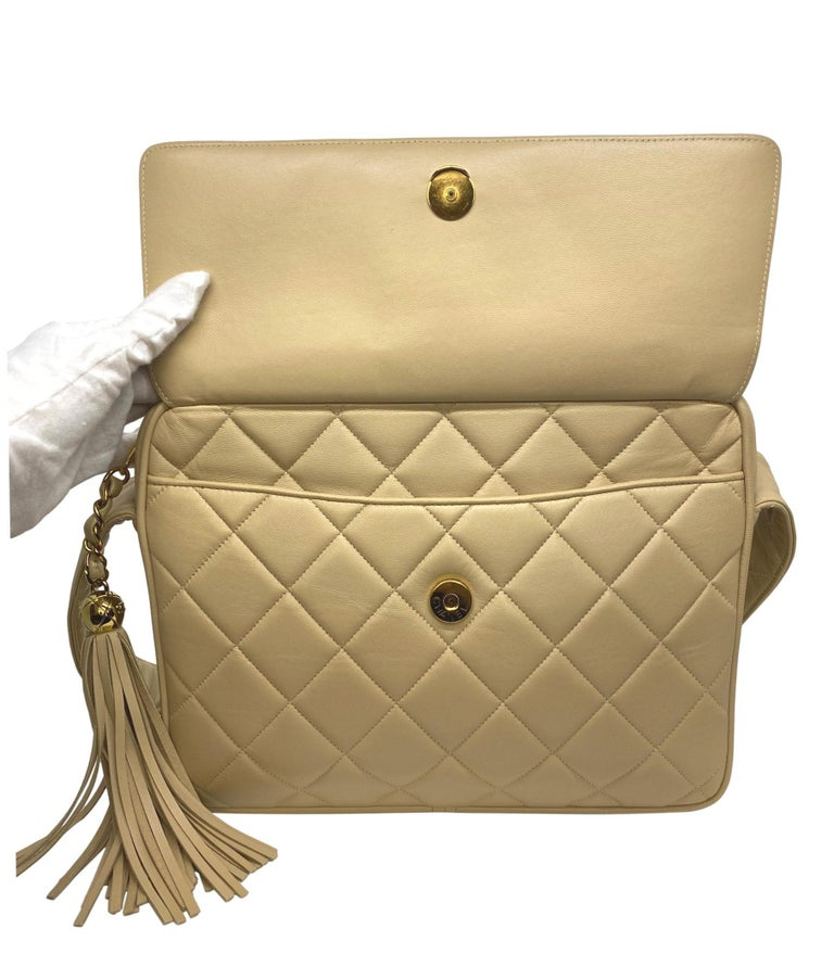 Chanel Vintage Beige Quilted Lambskin Leather Camera Bag with Gold Hardware For Sale 3