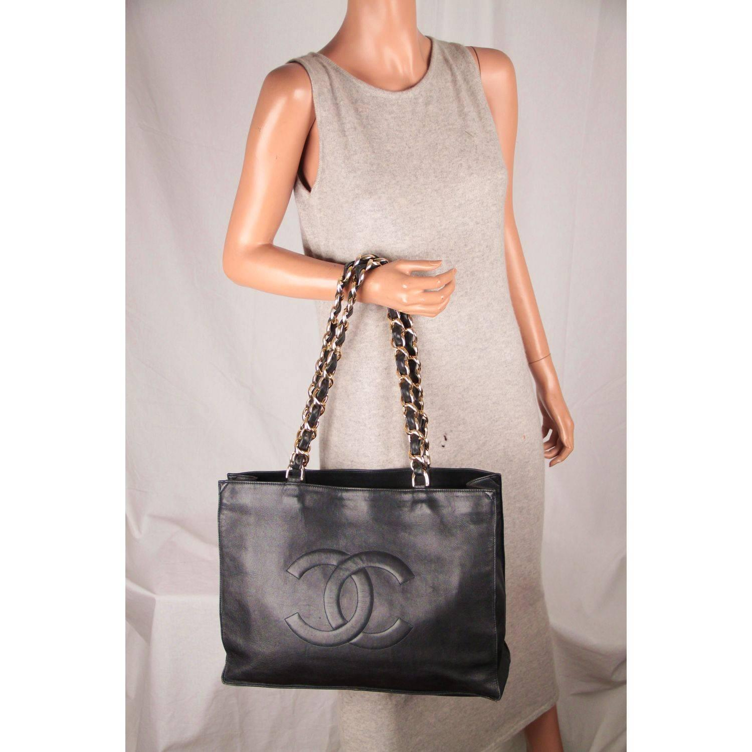 b4365bda2e1b Chanel Vintage Black Leather Logo Gold Chunky Chain Large Shopping Bag at  1stdibs