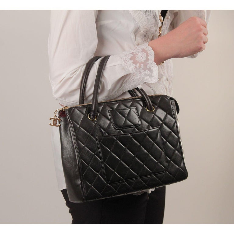 Chanel Vintage Black Quilted Handbag Satchel with Exterior Pockets In Excellent Condition In Rome, Rome