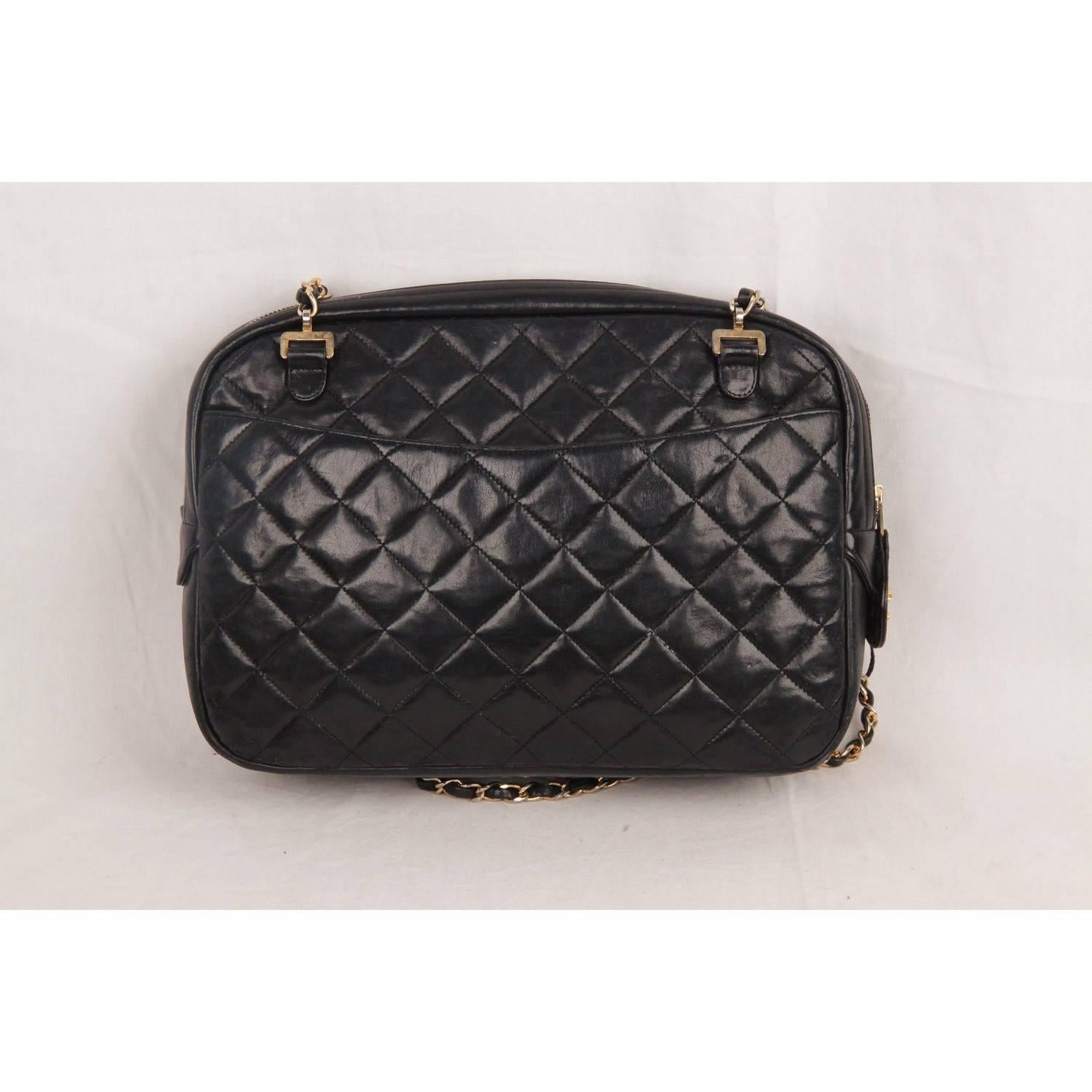 c9a22b72e4df Chanel Vintage Black Quilted Leather Large Camera Bag For Sale at 1stdibs