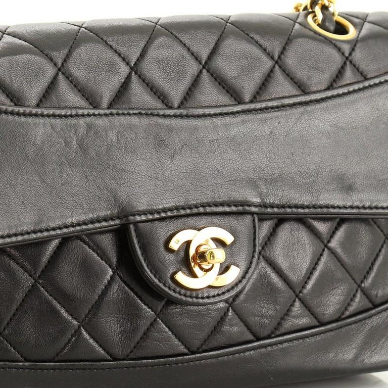 Chanel Vintage CC Chain Flap Bag Quilted Lambskin Small For Sale 3