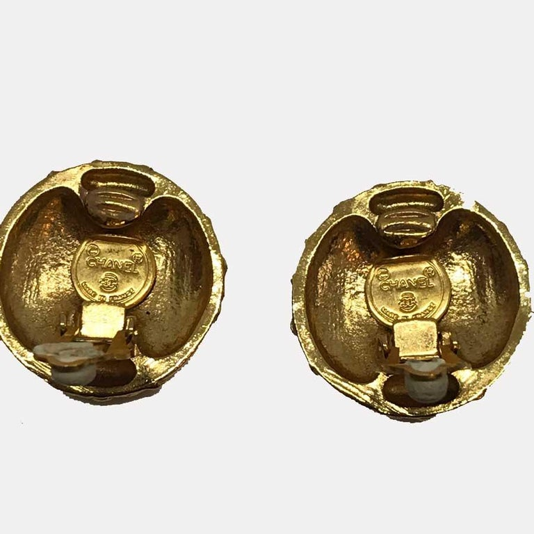 CHANEL Vintage CC Clips Earrings In Good Condition For Sale In Paris, FR