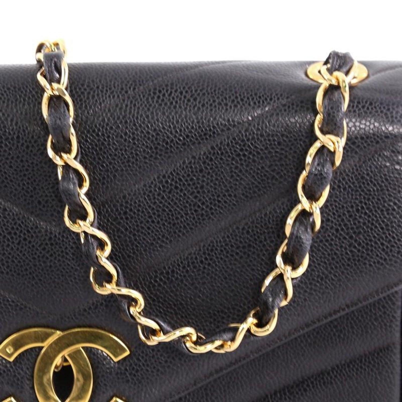86b8ab64426b94 Chanel Vintage CC Flap Bag Chevron Caviar Medium For Sale at 1stdibs