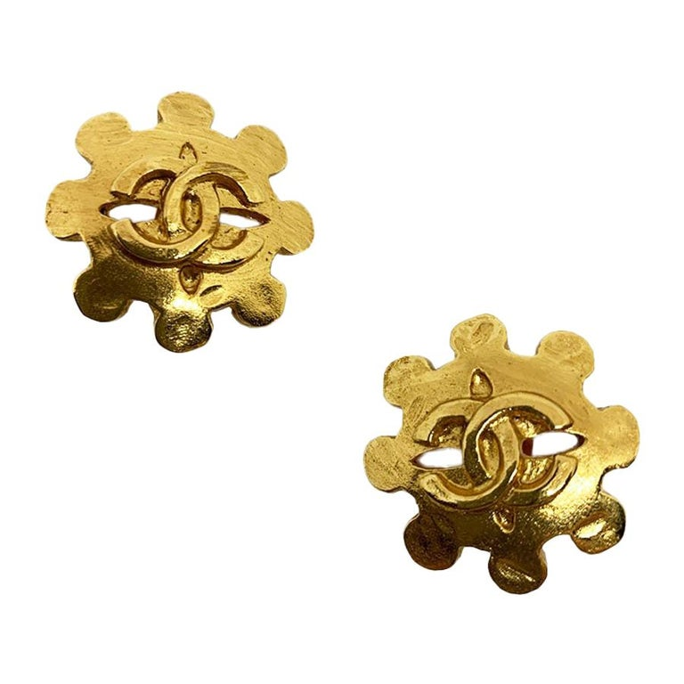 CHANEL Vintage CC Golden Clips-on Earrings  For Sale