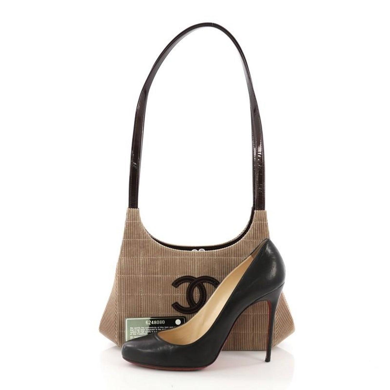4de8205c6cf5 Chanel Vintage Chocolate Bar Kisslock Shoulder Bag Corduroy Medium at  1stdibs