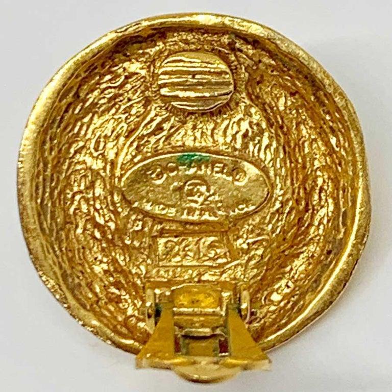 CHANEL Vintage Clip In Golden Metal For Sale 4