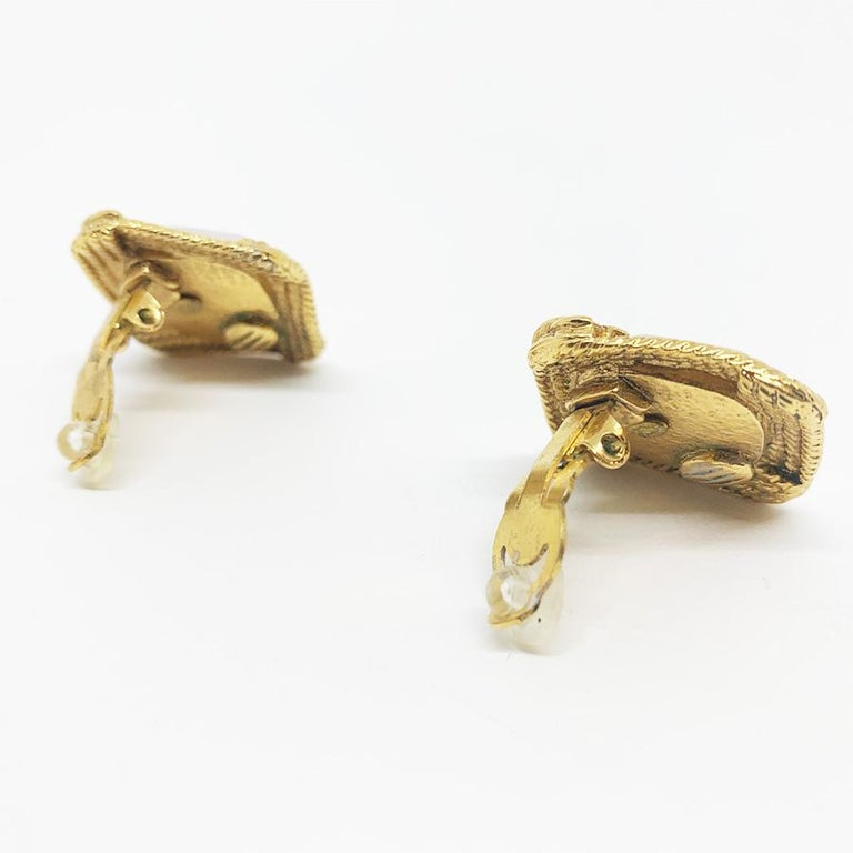 Women's Chanel Vintage Clip-on Earrings For Sale