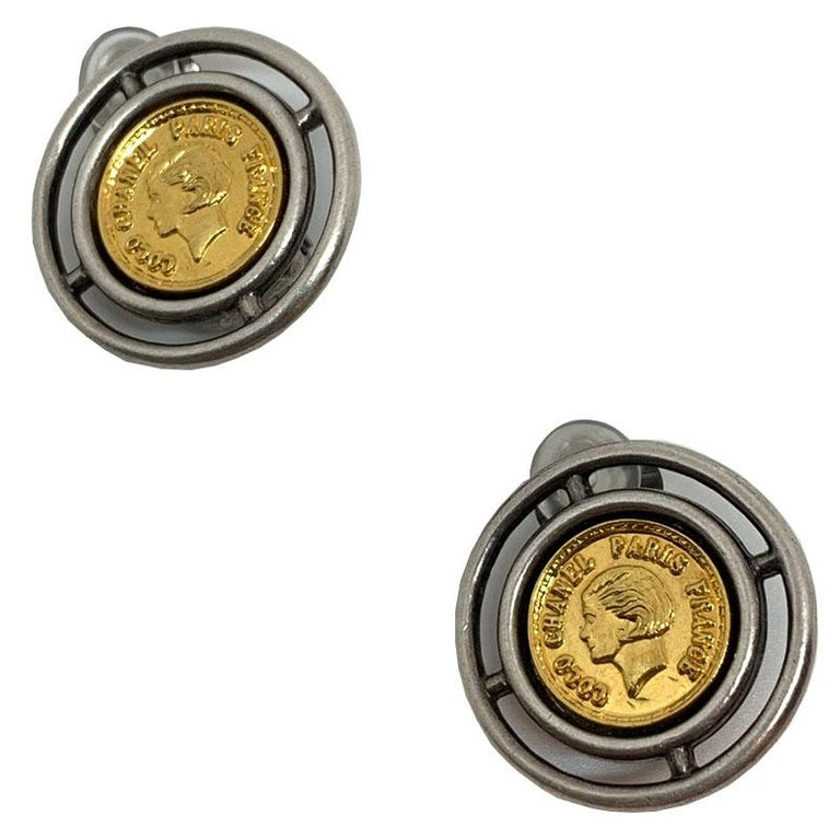 Chanel Vintage Coins Clips Earrings In Excellent Condition For Sale In Paris, FR