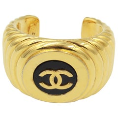 Chanel vintage cuff bracelet in Gold-plated metal