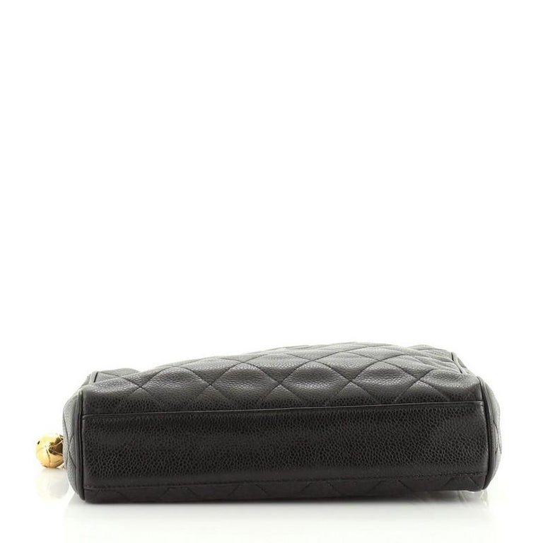 Women's or Men's Chanel Vintage Diamond CC Camera Shoulder Bag Quilted Caviar Medium For Sale