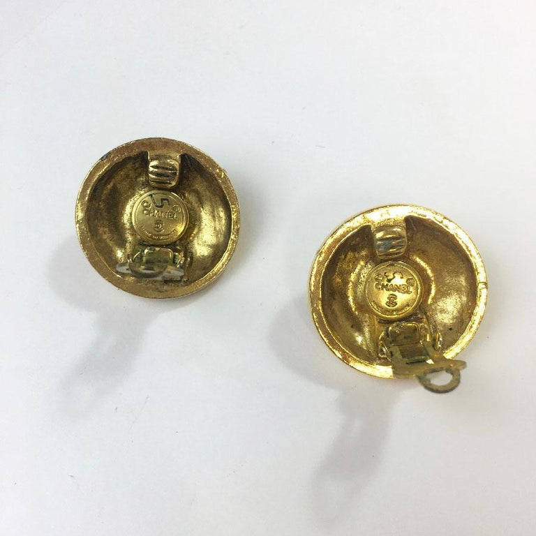Chanel Vintage Earrings Clips In Gold Metal And Rhinestones In Good Condition For Sale In Paris, FR