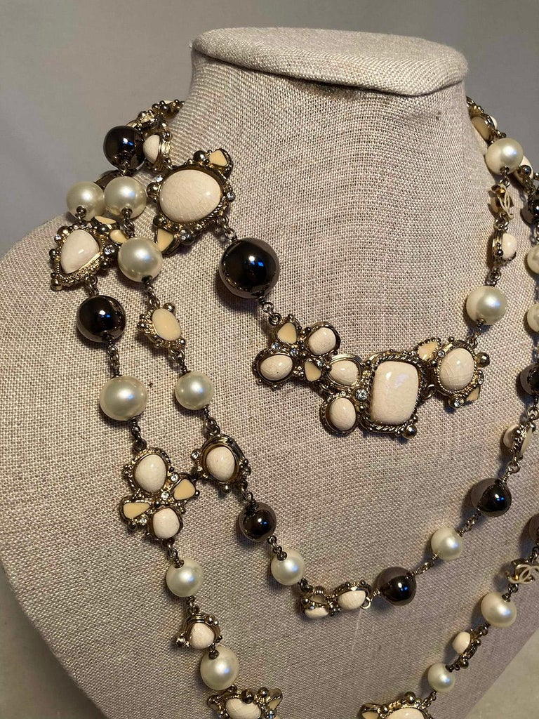Chanel Vintage Enamel and Pearl Necklace  In Excellent Condition For Sale In Philadelphia, PA