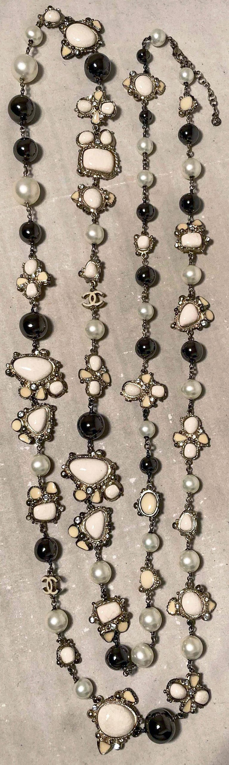 Chanel Vintage Enamel and Pearl Necklace  For Sale 2