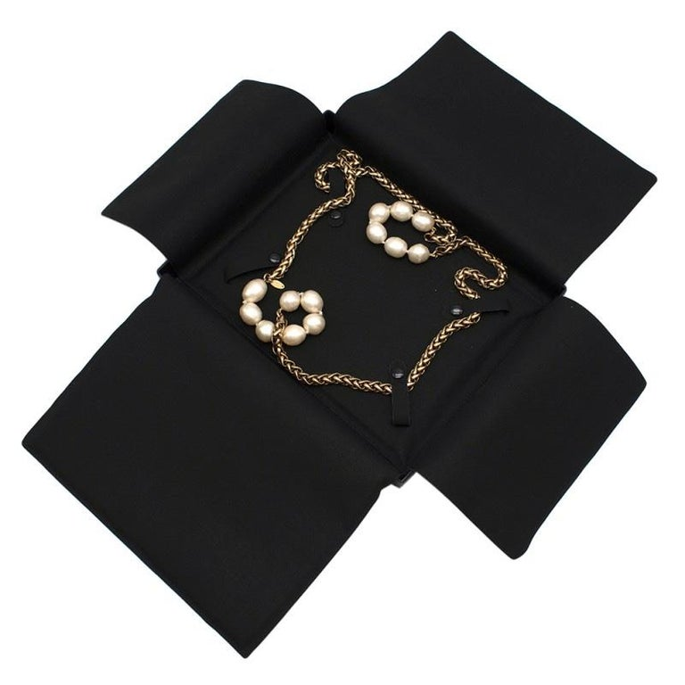 Chanel Vintage Faux Pearl Rope Chain Necklace In Excellent Condition For Sale In London, GB