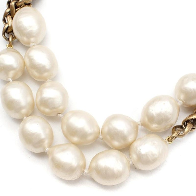Women's or Men's Chanel Vintage Faux Pearl Rope Chain Necklace For Sale