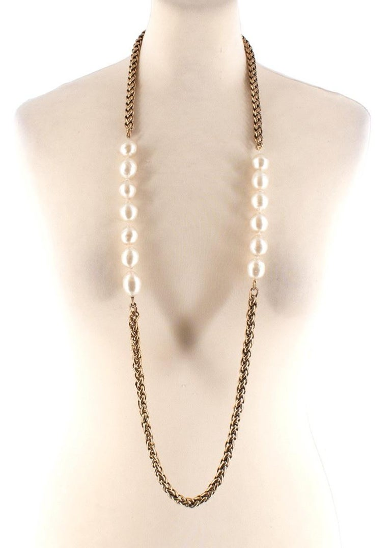 Chanel Vintage Faux Pearl Rope Chain Necklace For Sale 3