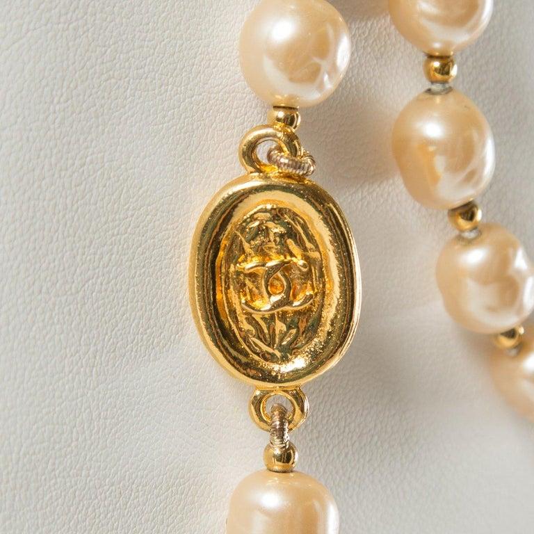 CHANEL Vintage Faux Pearl Sautoir Necklace In Excellent Condition For Sale In Scottsdale, AZ