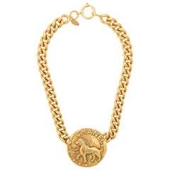 Chanel Vintage Gold Chain Link Lion Pendant Charm Medallion Choker Necklace