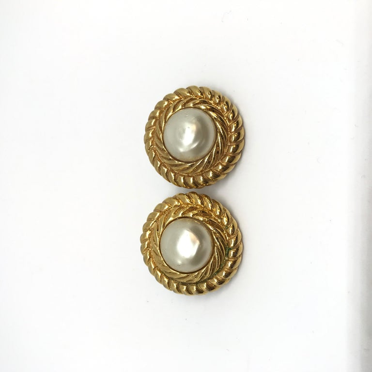 Women's CHANEL Vintage Gold Earrings For Sale