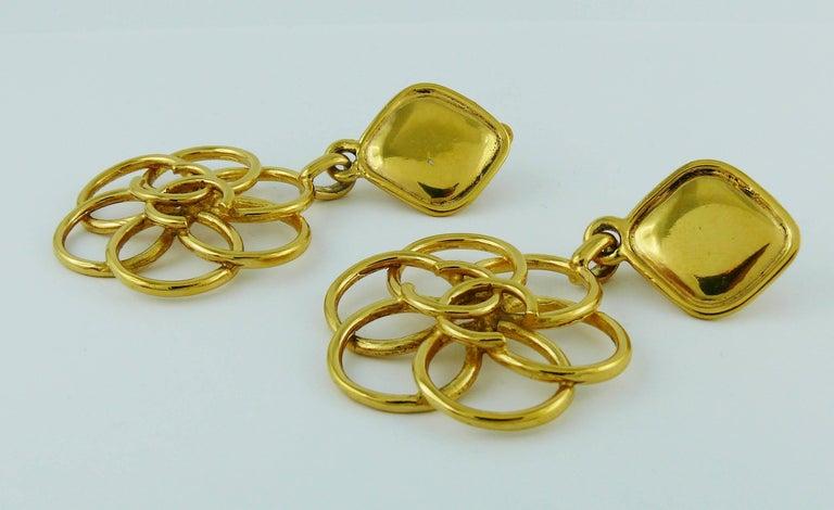 Women's Chanel Vintage Gold Toned CC Flower Dangling Earrings For Sale
