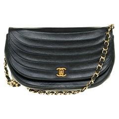 Chanel vintage half moon handbag in black quilted leather, Gold hardware