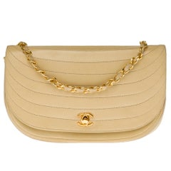 Chanel vintage half moon shoulder bag in beige quilted leather, Gold hardware