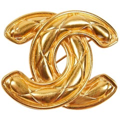 Chanel Vintage Iconic CC Logo Gold Tone Metal Quilted Pin Brooch