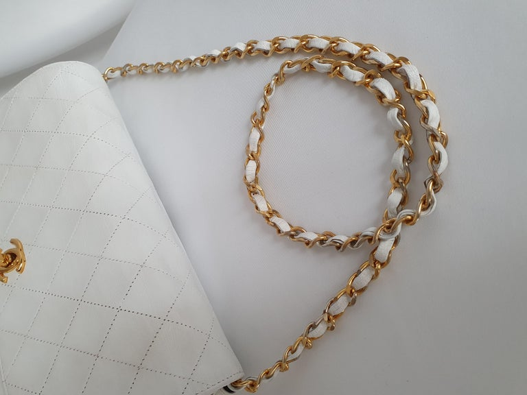 Chanel Vintage in white leather For Sale 5