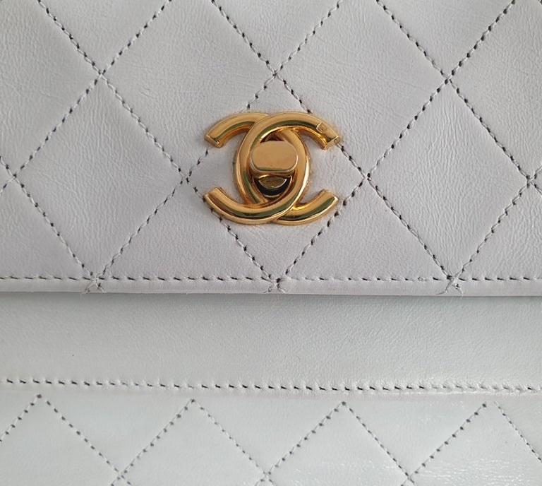Chanel Vintage in white leather For Sale 6