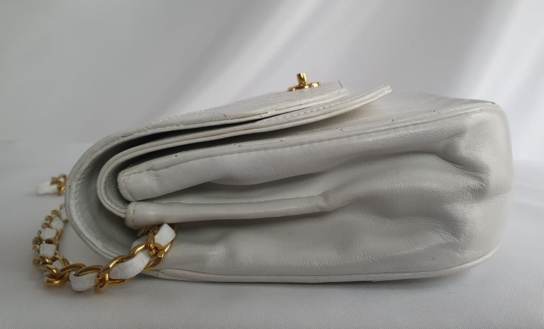 Chanel Vintage in white leather For Sale 7