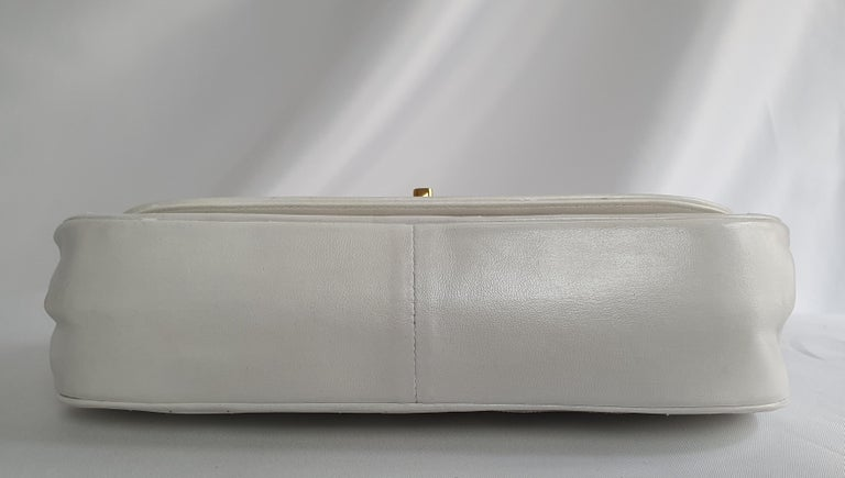 Chanel Vintage in white leather In Good Condition For Sale In Clichy, FR