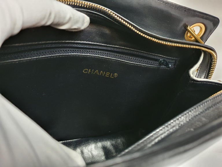 Women's Chanel Vintage in white leather For Sale