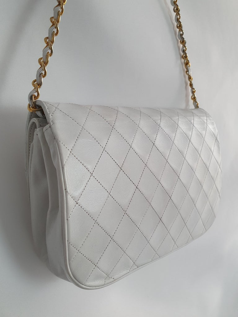 Chanel Vintage in white leather For Sale 2