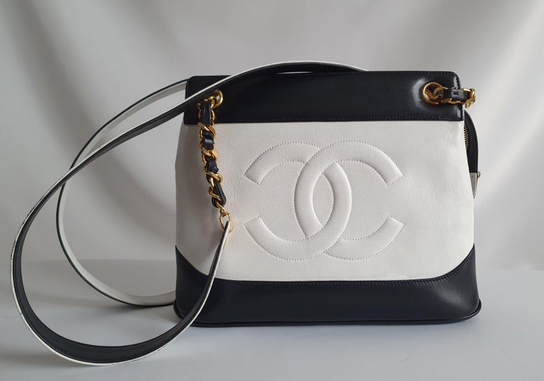 Chanel Vintage in white leather For Sale 3