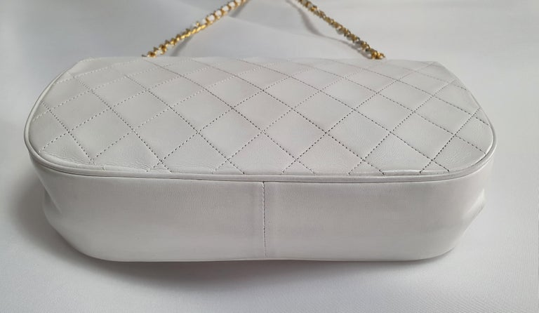 Chanel Vintage in white leather For Sale 4