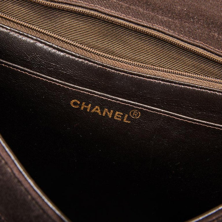 CHANEL Vintage Jumbo Bag in Brown Jersey For Sale 6