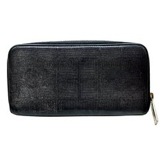 CHANEL Vintage Long Wallet in Black Leather with Silver Printed CC