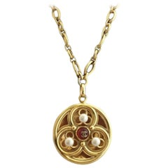 Chanel Vintage Necklace Medaillon Rosette inspiration