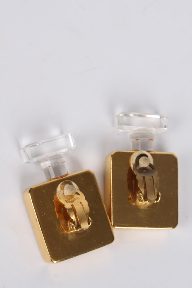 Chanel Vintage Perfume Bottle Earrings - gold In Good Condition For Sale In Baarn, NL