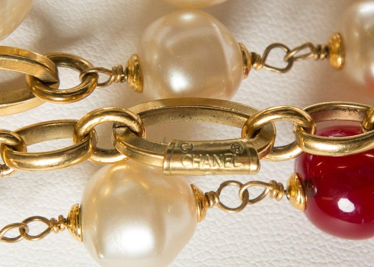 Women's CHANEL  Vintage Red Gripoix and Faux Pearl Chain Necklace For Sale