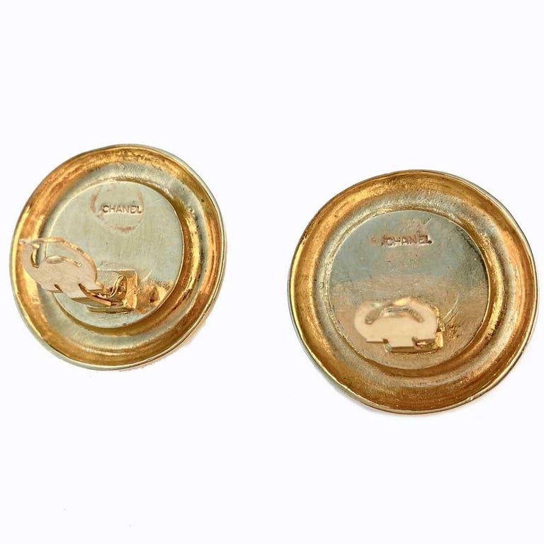 Women's CHANEL Vintage Round Clip-on Earrings For Sale