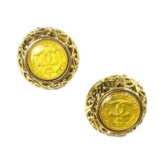 CHANEL Vintage Round Clip-on Earrings in Gilt Metal and Yellow Resin