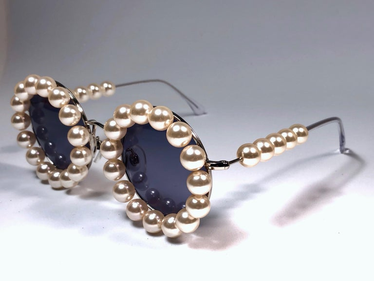 Women's or Men's Chanel Vintage Runway Pearls Spring Summer 1994 Sunglasses Made In Italy For Sale