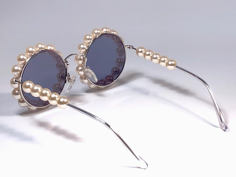 Chanel Vintage Runway Pearls Spring Summer 1994 Sunglasses Made In Italy For Sale 1