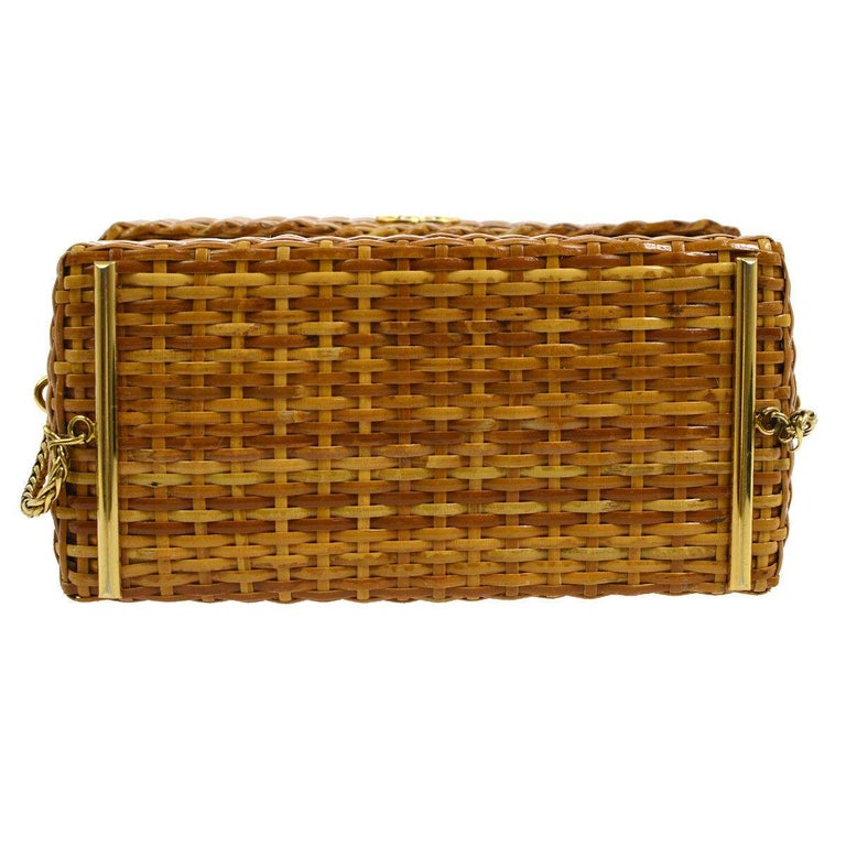 Chanel Vintage Tan Wicker Gold Picnic Lunch Bucket Shoulder Flap Small Bag In Good Condition For Sale In Chicago, IL