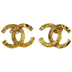 Chanel Vintage Textured Gold Tone CC Logo Clip-On Earrings