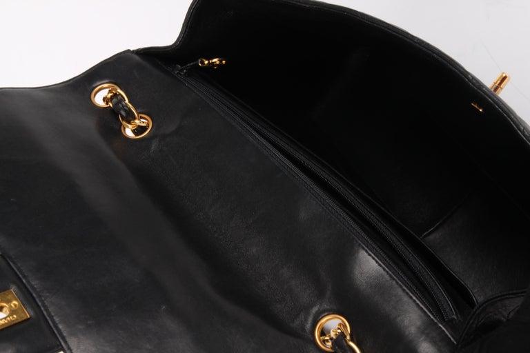 Chanel Vintage Timeless Jumbo Single Flap Bag - black/gold For Sale 4
