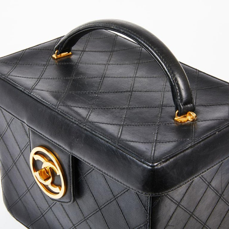 aad1ac13c4eb CHANEL Vintage Vanity Case in Black Smooth Quilted Lambskin Leather For  Sale 2