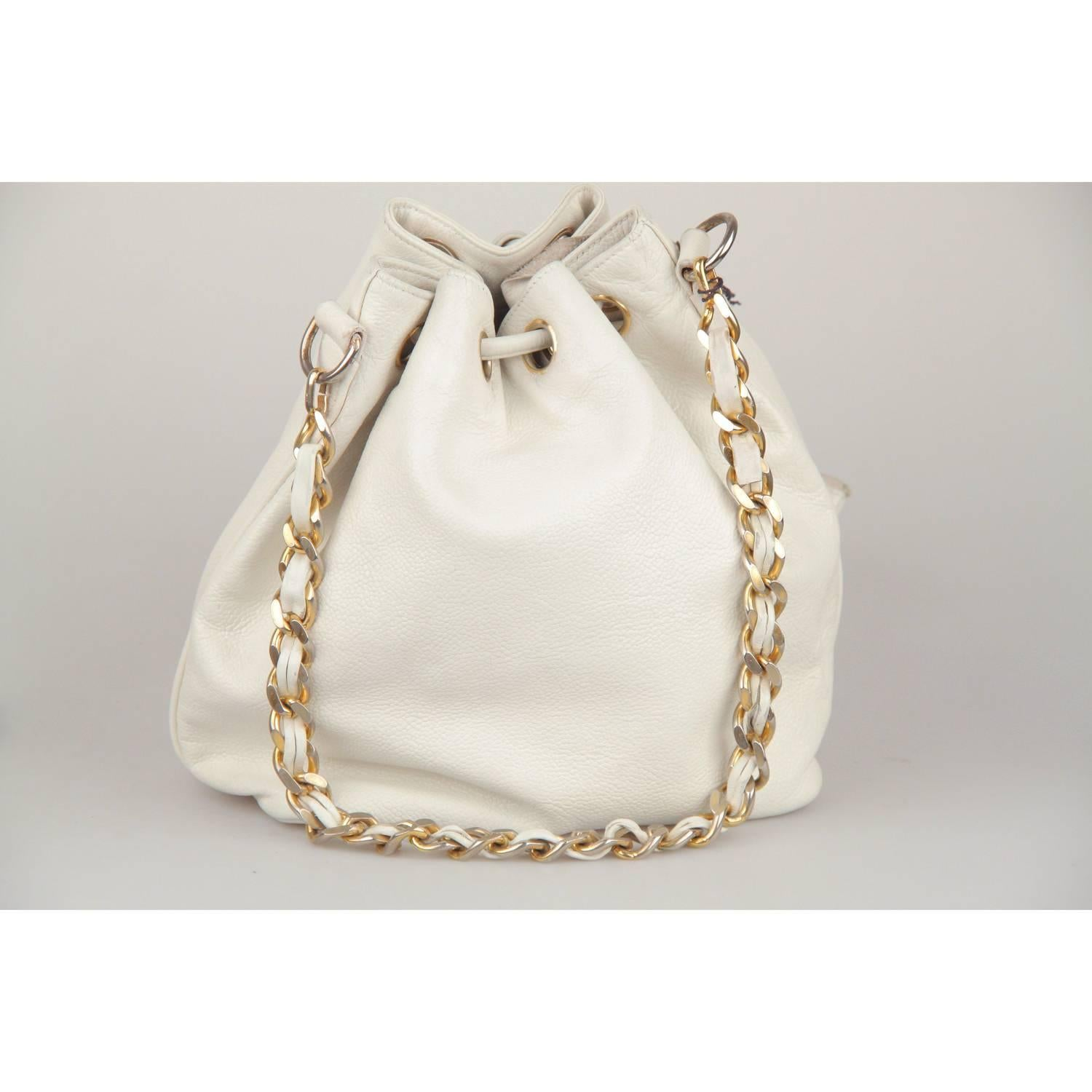1093d137b85c CHANEL Vintage White Leather DRAWSTRING BAG with CC LOGO For Sale at 1stdibs