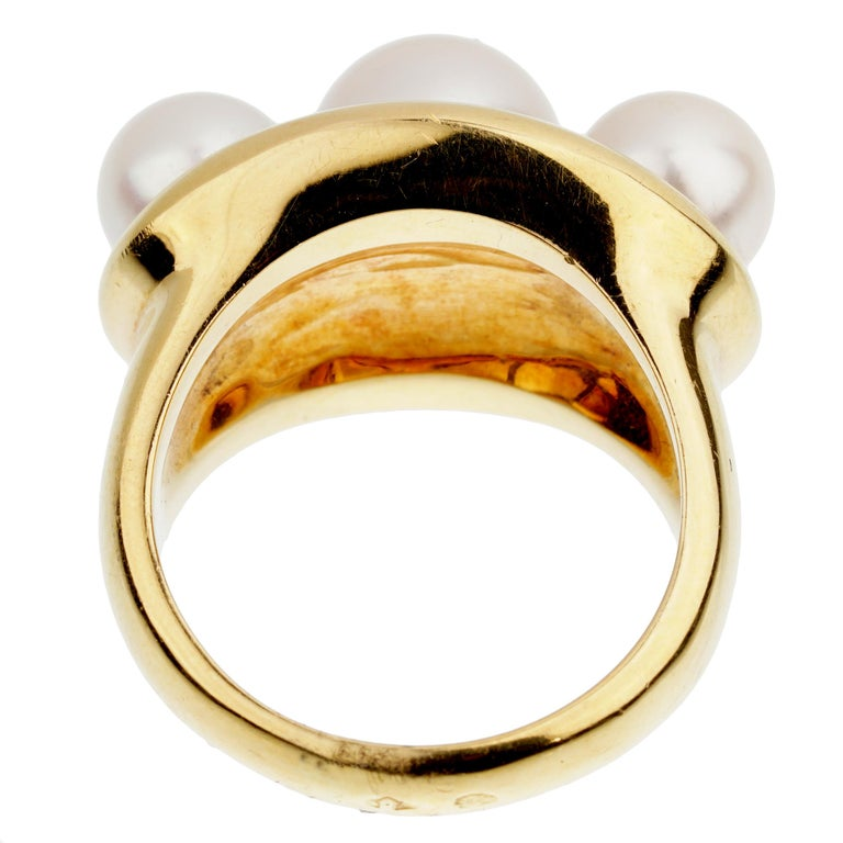 Chanel Vintage Yellow Gold Pearl Cocktail Ring In Good Condition For Sale In Feasterville, PA